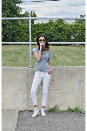 blue Ardene t-shirt - white hi top Converse sneakers