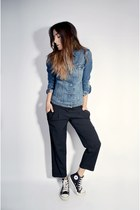 blue denim classic Levis jacket - black hi top Converse sneakers