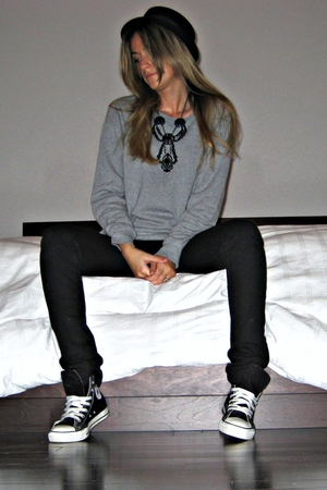H&M hat - Forever 21 sweater - Ardene jeans - some place in LA - Aldo necklace