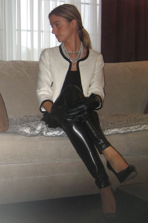 H&M top - American Apparel leggings - H&M blazer - Aldo shoes - Aldo gloves - Al