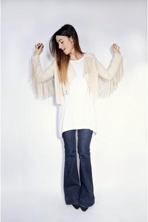 beige fringe Missguided jacket - navy flare J Brand jeans