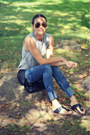 blue skinny Articles of Society jeans - black Ardene sandals