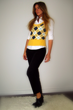 yellow argyle FCUK vest - black oxford lace-up free people shoes