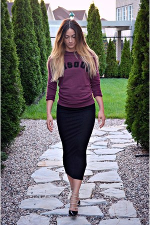 magenta Ardene sweatshirt - black multi strap Aldo heels
