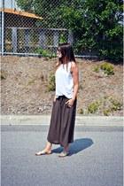 brown linen culottes Ardene pants - gold metallic slides Aldo sandals