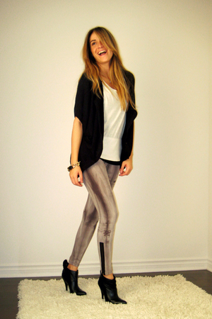 black stiletto ankle Aldo boots - gray Urban Behaviour leggings