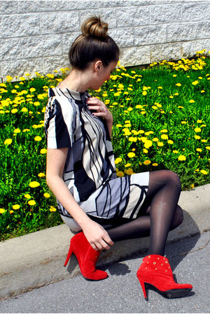 black H&amp;M dress - red gojanecom boots - black Aldo stockings