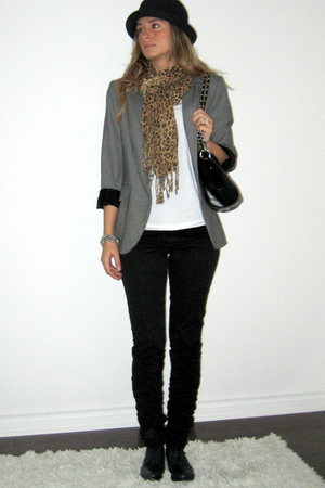 Ardene hat - Zara blazer - Walmart t-shirt - H&amp;M pants - Hudson gift from Englan