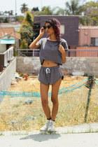 heather gray Tobi shorts - black wayfarer zeroUV sunglasses