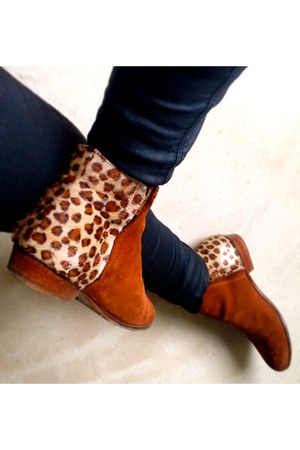 leopard print Bobbies boots