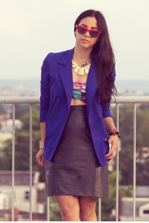blue vintage blazer - black clutch Forever 21 bag - red red frame sunglasses