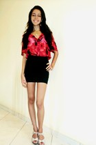 red flowered blouse - black bandage skirt - gold heart necklace