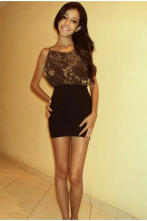 black badage skirt - dark brown stamp top