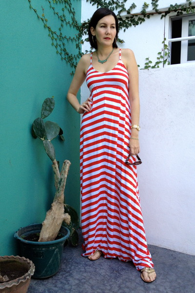 ruby red Old Navy dress - gold Steve Madden sandals