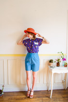 red boater vintage hat - sky blue 50s high waist vintage shorts