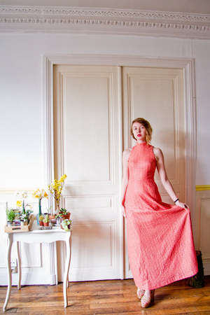 red H&M hair accessory - coral 60s gown party vintage dress