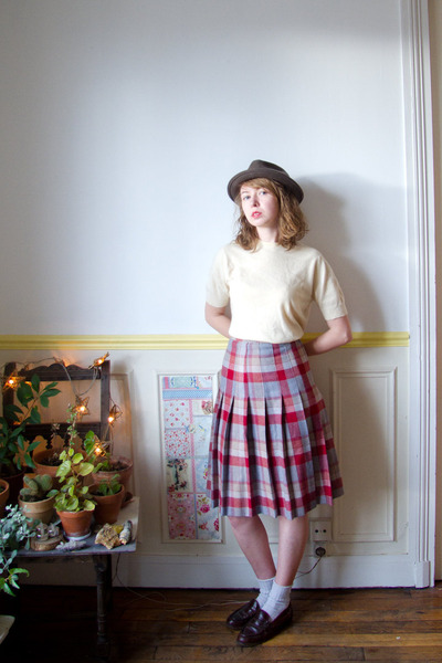 heather gray vintage skirt - crimson vintage shoes - gray vintage hat