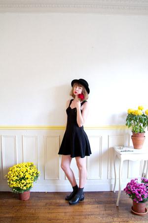 black bustier mini vintage dress - black boater asos hat