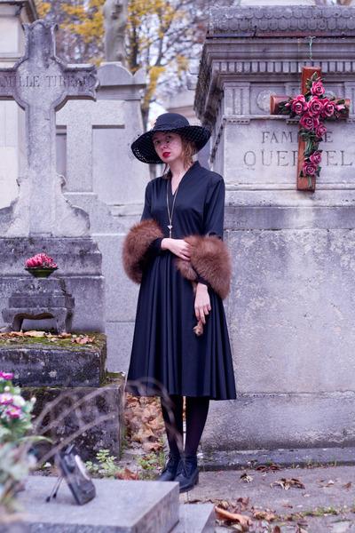 black vintage hat - navy thrifted vintage boots - black Target tights
