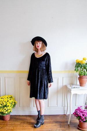 black vintage hat - black velvet vintage dress - gray Monki socks