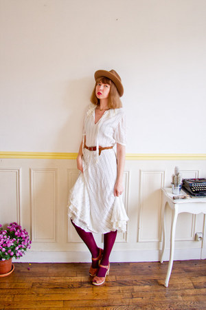 cream lace 70s vintage dress - bronze panama western vintage hat
