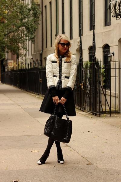 black stuart weitzman shoes - peach joe fresh style jacket - black HUE leggings