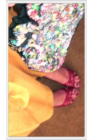mustard Xhileration dress - handmade bag - red Fioni heels