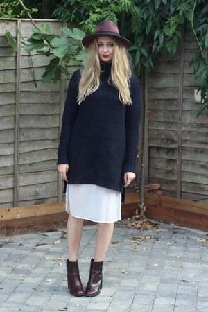 Zara boots - Missguided hat - Zara jumper - Missguided top