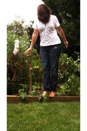 white Old Navy t-shirt - blue Gap jeans - pink AK Anne Klein shoes
