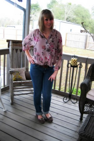 light pink Lauren Conrad blouse - navy New York & Company jeans