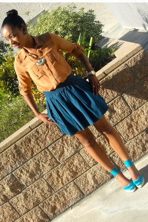 turquoise blue Nine West wedges - teal Forever 21 skirt