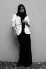 Black-vintage-skirt-white-label-blazer-black-vintage-scarf-black-tiffanys-