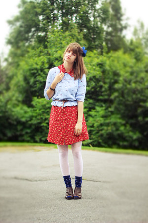 red floral dress - periwinkle floral shirt - navy star socks