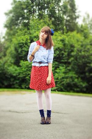 red floral dress - periwinkle floral shirt - navy star socks