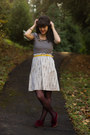 Black-striped-shirt-magenta-lace-tights-yellow-belt-eggshell-striped-skirt