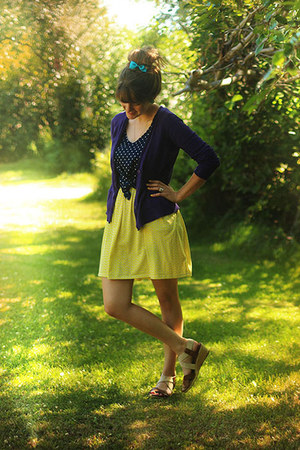 yellow zigzag dress - navy polka dot shirt - purple cardigan - camel heels