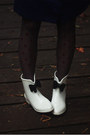 White-boots-navy-dress-brick-red-tights