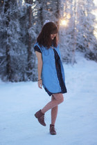sky blue denim dress - navy star printed dress - coral boots