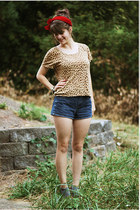 bronze leopard print shirt - red scarf - navy shorts