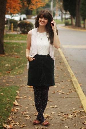 navy floral leggings - white lace shirt - eggshell cardigan - dark green skirt