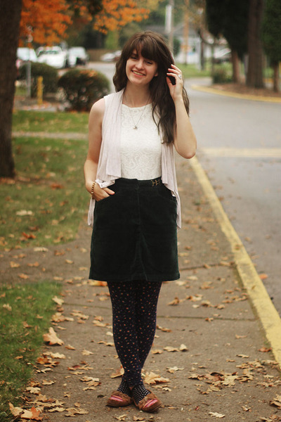 navy floral leggings - white lace shirt - eggshell cardigan - dark green skirt