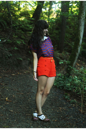 ivory cat shirt - navy shirt - red shorts - carrot orange belt