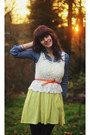 Chartreuse-zigzag-dress-navy-floral-leggings-navy-denim-shirt