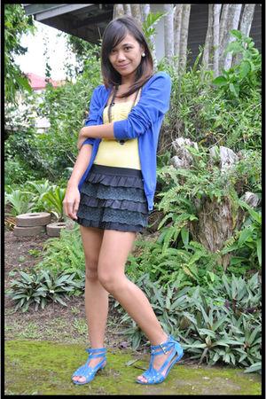 blue cardigan - yellow top - black shorts - black necklace - blue shoes