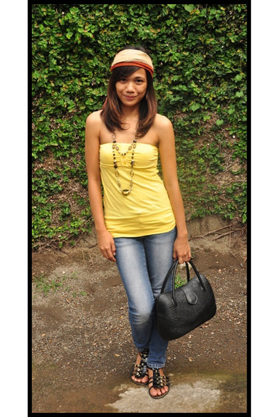 yellow top - blue jeans - black prp shoes - purse - black necklace - yellow scar