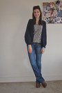 Navy-flare-jeans-american-eagle-jeans-heather-gray-feathers-zara-shirt