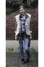 Light-pink-feather-zara-vest-blue-mango-jeans-army-green-h-m-jacket