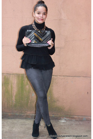 black vintage bag unknown bag - charcoal gray suede hm tights - gold hm ring