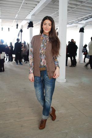 blue Zara blouse - blue Zara jeans - brown H&M shoes - brown Gap vest