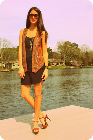 brown vest - black Witchery shorts - black Walter top - brown Michael by Michael
